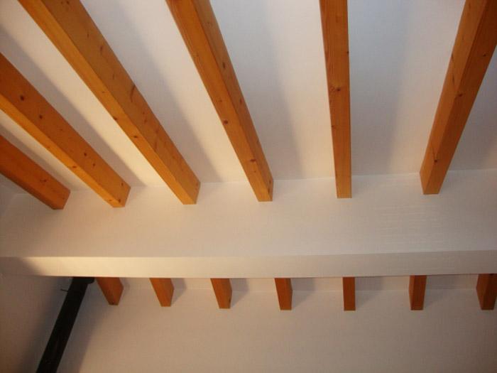 ремонт потолка в майоркинском стиле